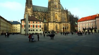 Historical Prague square and tourist walk around — Stock Video