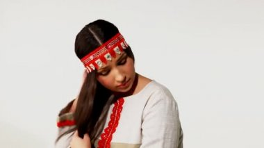 Young girl take care of long hair — Stock Video
