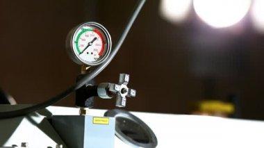 барометр промышленности давление на работе — Стоковое видео