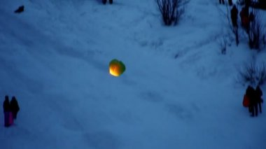 Rice paper hot air balloon lifts off in winter — Stock Video