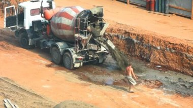 Cement mixer on construction site — Stock Video