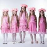 petites filles en robes glamour rose et couronnes — Photo #14952763