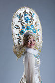 Portrait of smiling young woman in kokoshnik — Stock fotografie