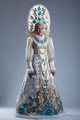 Hezká dívka v ruských kostýmu a kokoshnik — Stock fotografie