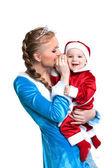 Veselá matka a dítě pózuje v efektní kostýmy — Stock fotografie