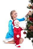 Usmívající se matka a dítě pózuje v vánoční kostýmy — Stock fotografie