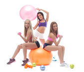 Smiling sporty girls posing with fitness items — Stock fotografie