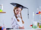 Adorable schoolgirl posing in chemistry class — Stok fotoğraf