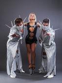 Trio de go-go danseurs en costumes érotiques — Photo