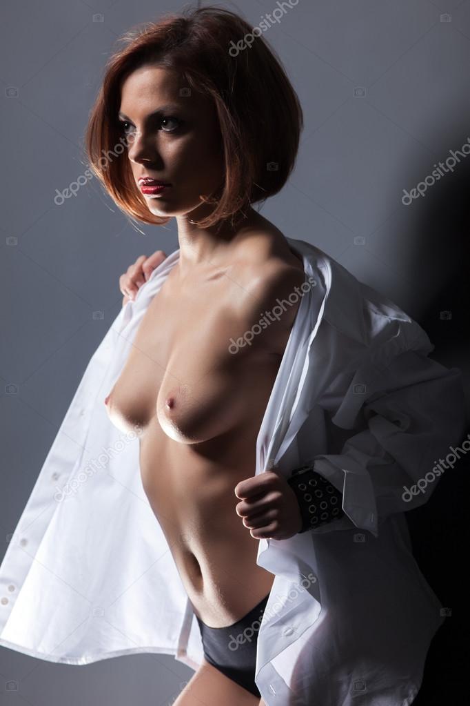 Расстегивает рубашку девушки 4 фотография