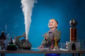 Bild på glada pojke tittar på reagens avdunstning — Stockfoto