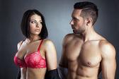 Imagem de jovens parceiros sexy olhando uns aos outros — Fotografia Stock