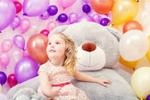 Funny little girl posing with big teddy bear — Stockfoto
