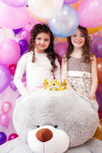 Two smiling cute sisters and big teddy bear — Stock fotografie