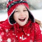 petite fille et bonhomme de neige — Photo