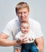 Pappa med barn — Stockfoto
