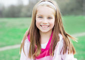 Retrato de uma menina feliz liitle — Foto Stock