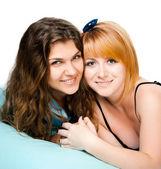 Två unga vackra flickor — Stockfoto