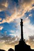 Columbus statue with sunset sky — Stock Photo