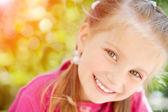 Lilla flickan ler — Stockfoto