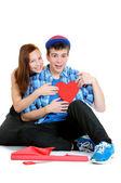 10 代の少女と少年はバレンタインを保持笑みを浮かべて再から出てカット — ストック写真