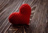 Rood hart op houten achtergrond — Stockfoto