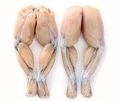 Deux paires de cuisses de grenouilles fraîches sur fond blanc — Photo