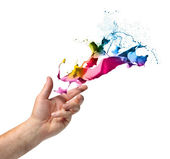 Creativity concept hand throwing paint — 图库照片