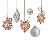 Kerstmis gingerbreads en decoratie opknoping — Stockfoto