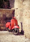 Scooter vintage rojo — Foto de Stock