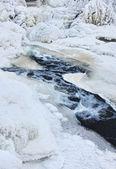 Agua congelada creek — Foto de Stock