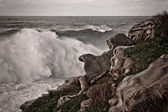 Stormy seas breaking on rocks — Stock Photo