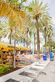 Outdoor pizza parlour in Miami beach — Stock Photo
