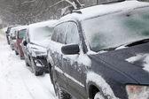 Automobili coperte di neve — Foto Stock