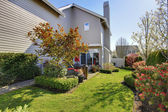 Nicely landscaped back yard with house during spring in NorthWest USA. — Stock Photo