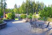 Luxo casa grande quintal com área de areamento móveis e jogar. — Foto Stock