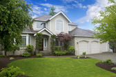 Large classic American house with three car garage. — Stock Photo