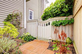 Gates and fence to the backyard with side of the hosue. — Stock Photo