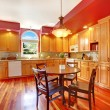 Red beautiful large kitchen with cherry hardwood. — Lizenzfreies Foto
