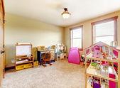 Sala de brincar de crianças com brinquedos. interior. — Fotografia Stock