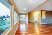 New home empty living room with hardwood floor. — Stock Photo