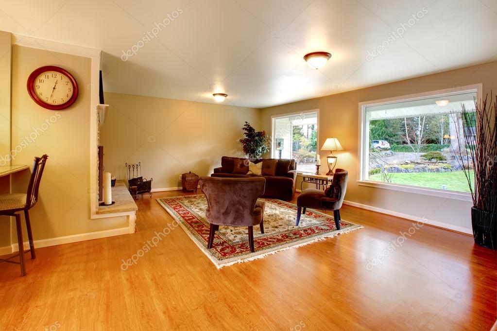 Soggiorno pavimento marrone idee per il design della casa for Soggiorno marrone