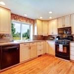 sitio de la cocina simple colores cálidos — Foto de Stock   #39483279