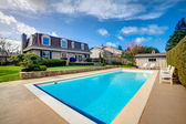 Large backyard with flowerbed and swimming pool — Stock Photo