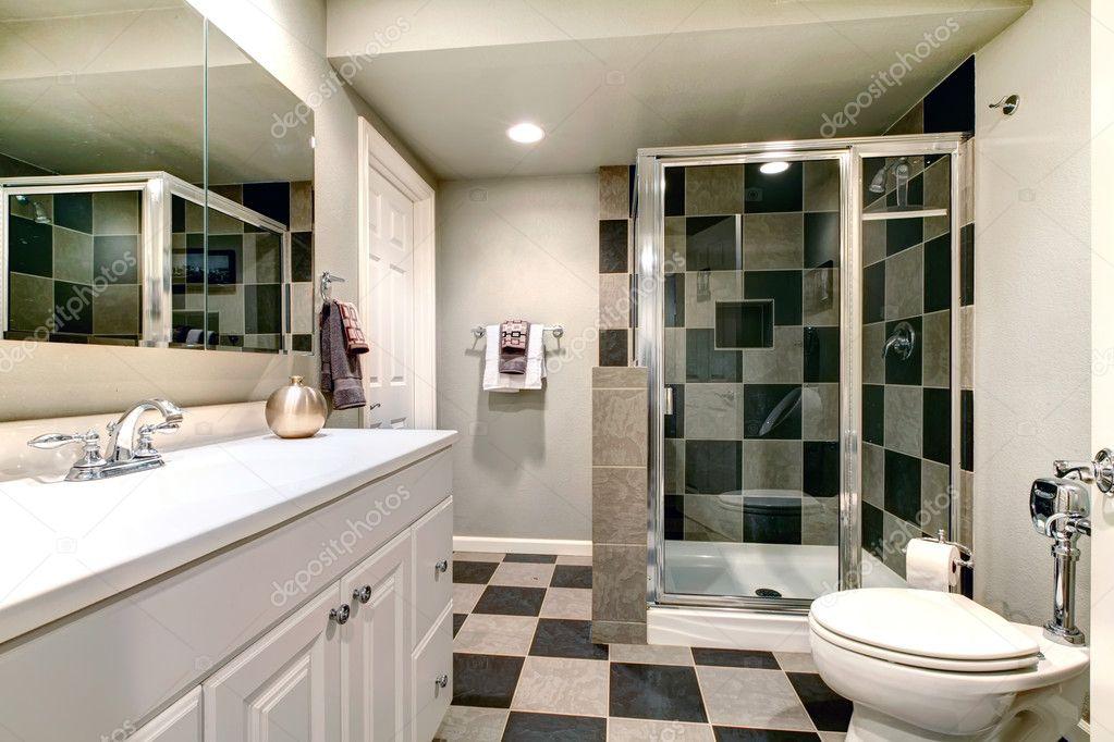 Bianco bagno con doccia in vetro — foto stock © iriana88w #39483659