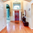 Bright hallway with arch and high ceiling — Stock Photo #39741703