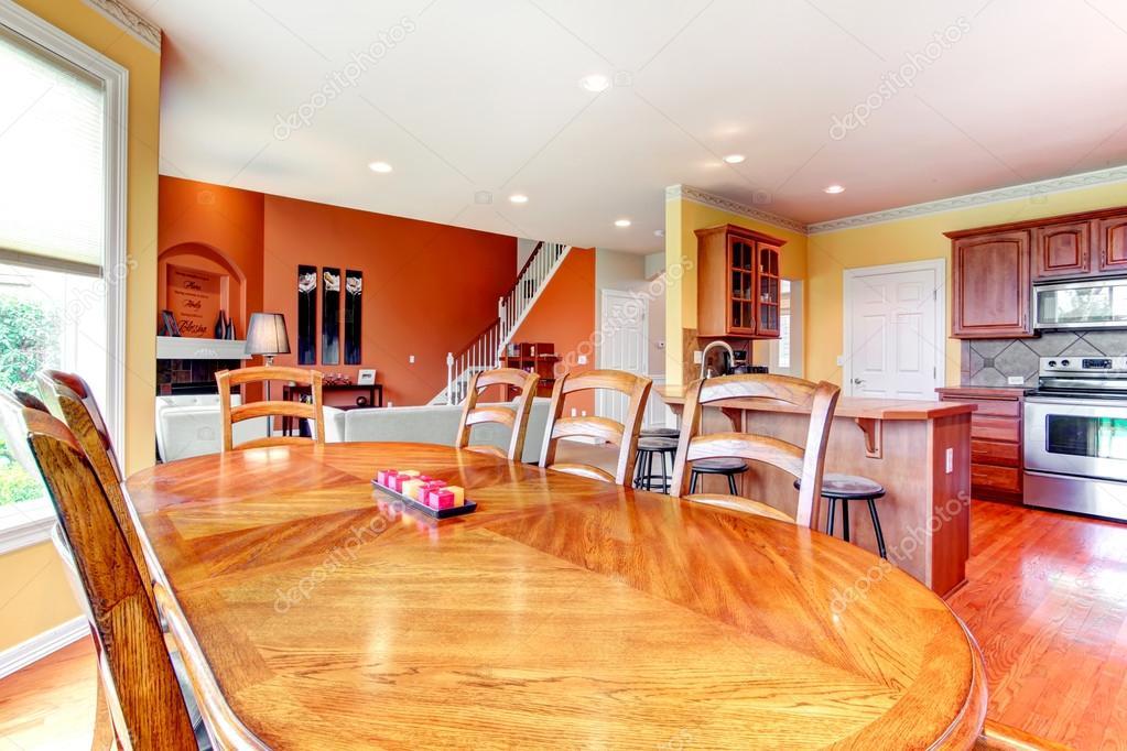 Interior design. grande cucina, sala da pranzo e soggiorno combinati ...