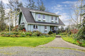 Beautiful farmhouse with open deck and charming flowerbed — Foto de Stock
