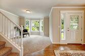 Brillante refrescante pasillo decorado con el pote de Palma — Foto de Stock