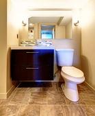 Cozy warm colors bathroom — ストック写真